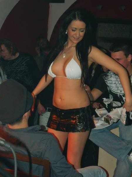 Девушки на эро-вечеринках (52 фото)