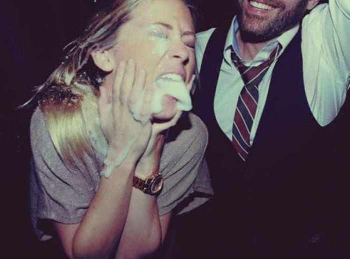 Девушки пьют шампанское (30 фото)
