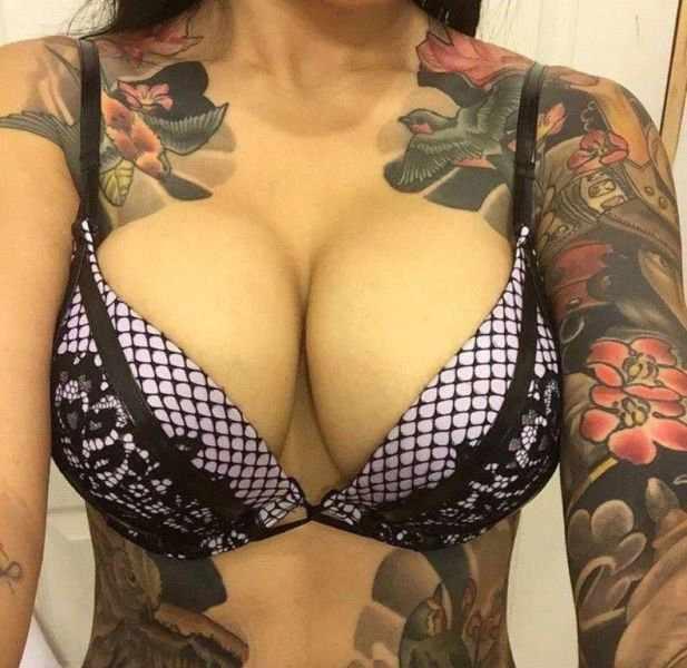Девушки с большой грудью (47 фото)