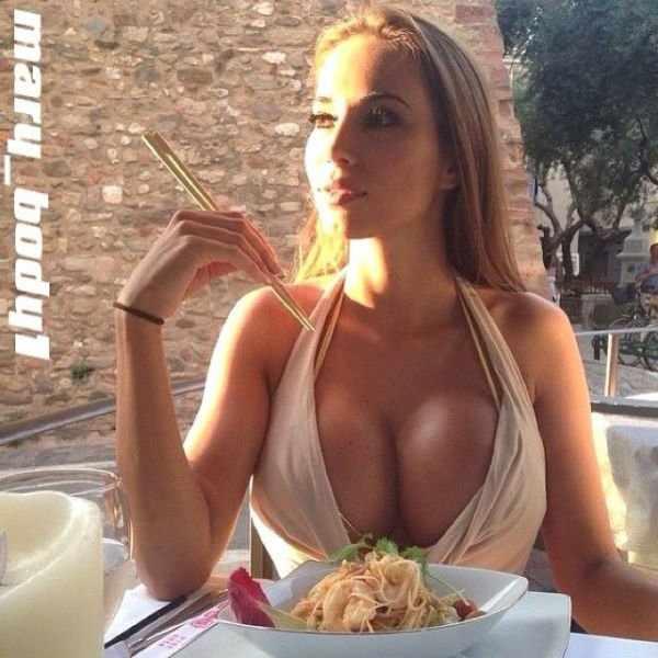 Девушки с красивой грудью (56 фото)