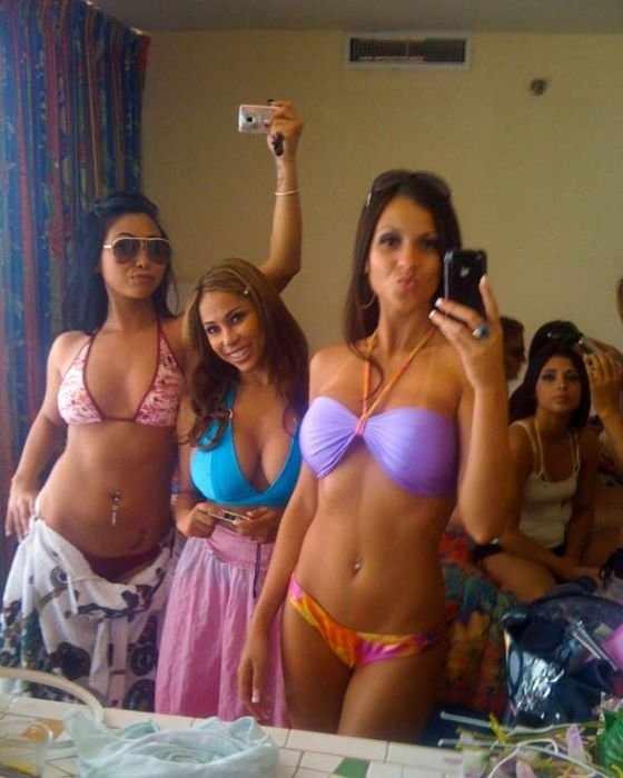 Девушки снимают себя на iPhone (130 фото)
