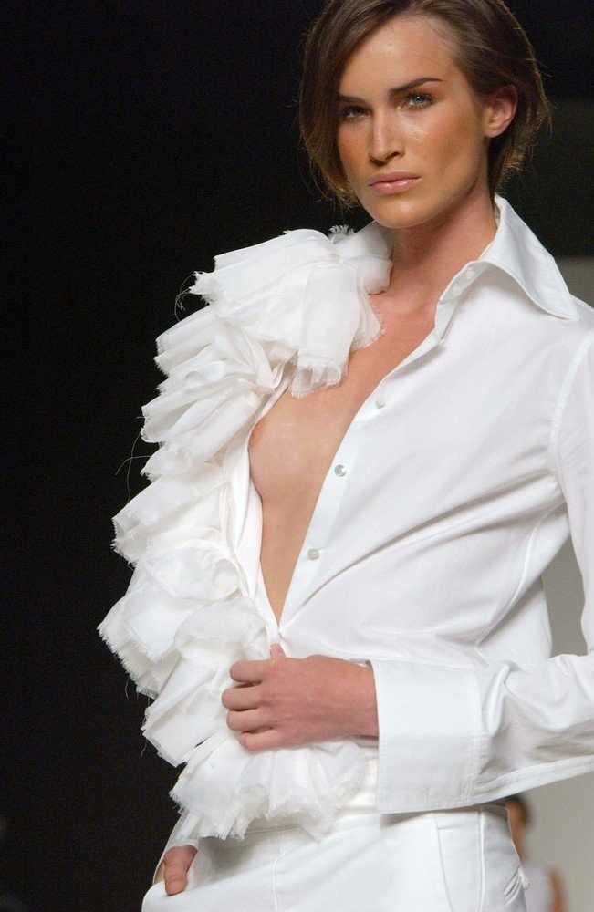 Модели с открытой грудью (41 фото) НЮ!