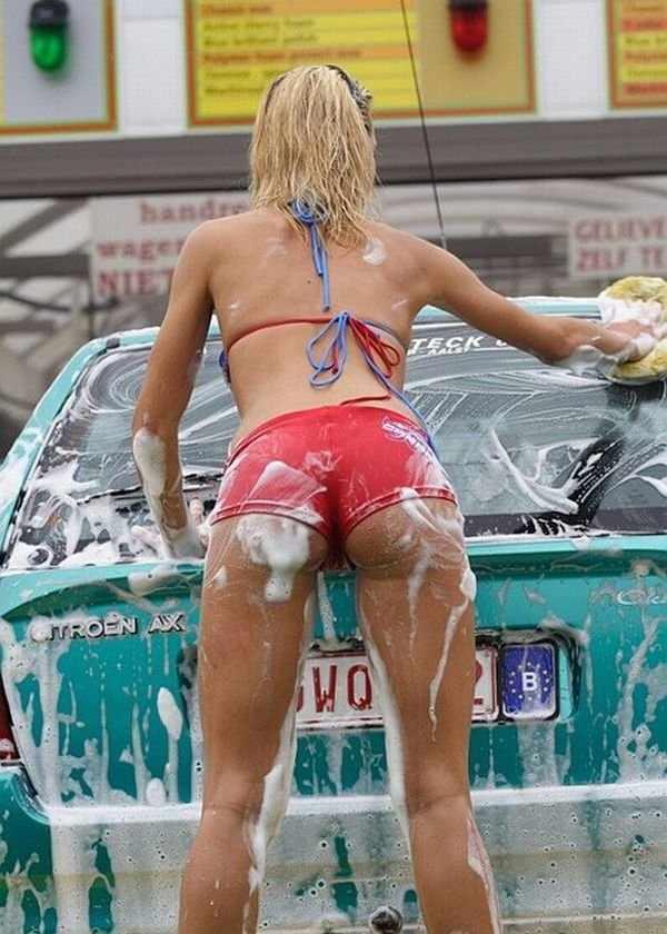 Сексуальные девушки моют машины (53 фото)