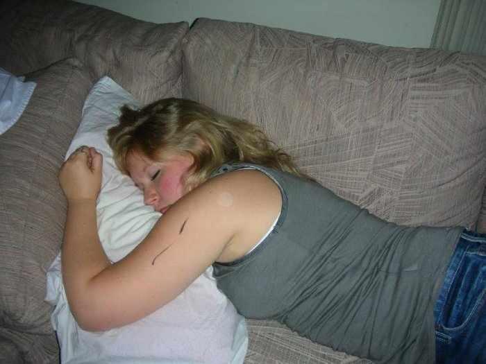 Спящие девушки (39 фото)