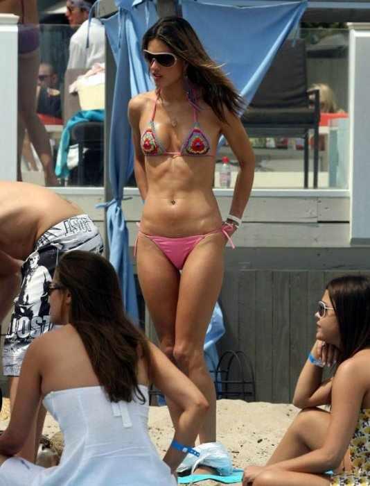 Alessandra Ambrosio (4 фото)