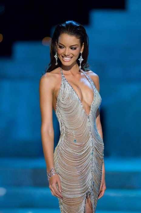 Мисс Вселенная Зулейка Ривьера (8 фото)