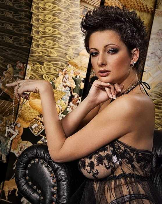 Вика Талышинская (солистка группы Непара) (4 фото)