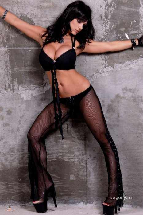 Denise Milani (12 фото)