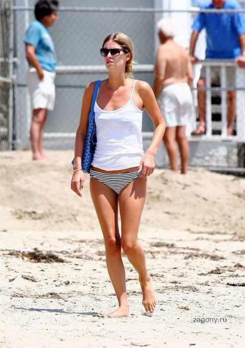 Nicky Hilton в бикини (9 фото)