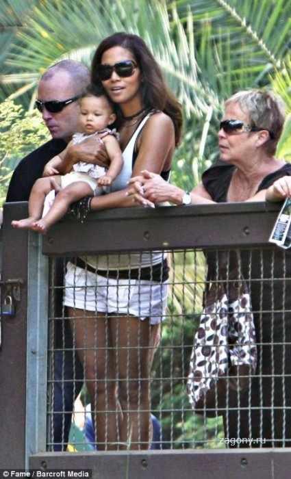 Холли Берри с дочерью (3 фото)