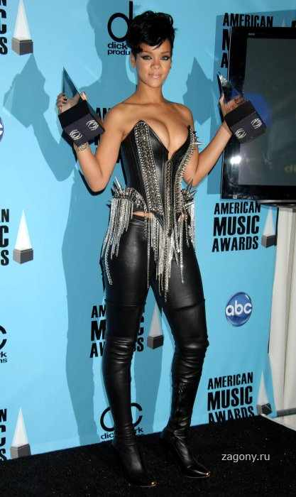 Rihanna (17 фото)