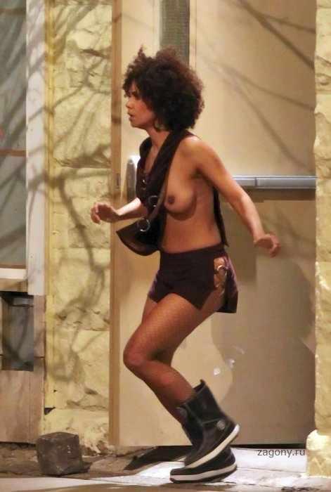 Halle Berry (5 фото)