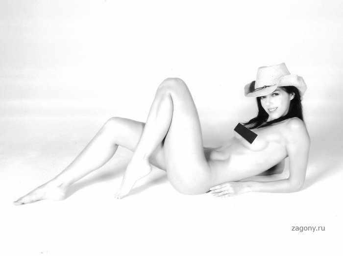 Эдрианна Карри (4 фото)