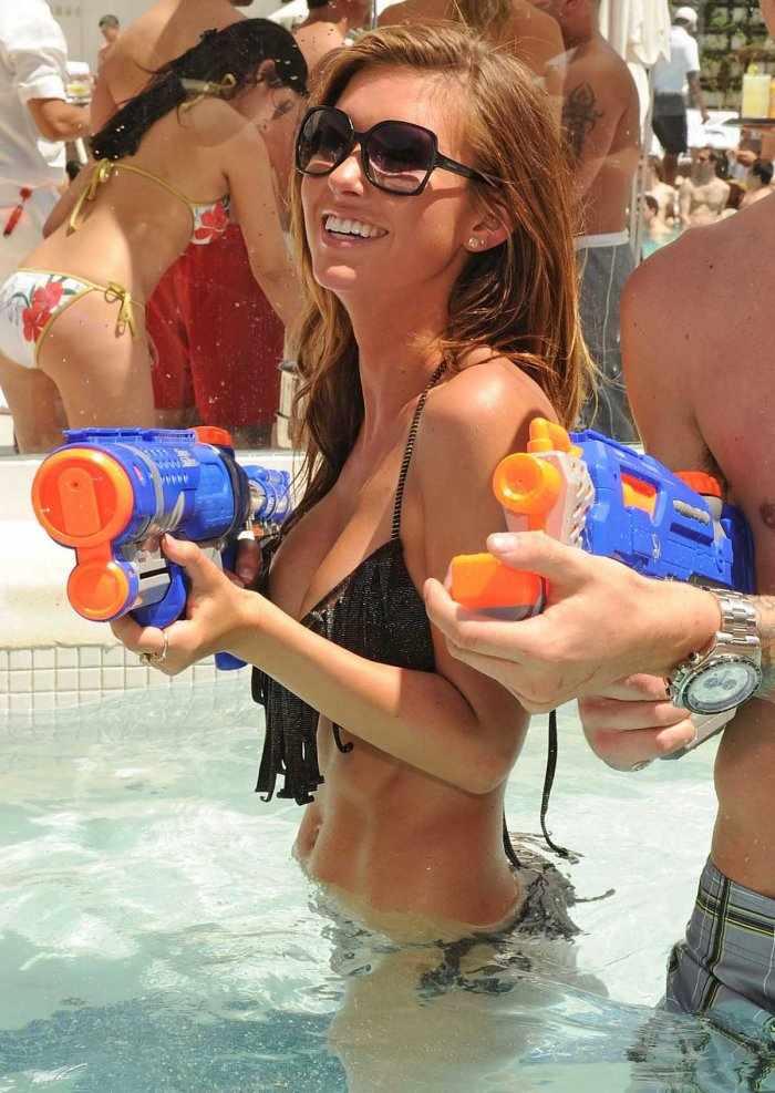 Audrina Patridge празднует день рождения в бикини у бассейна (15 фото)