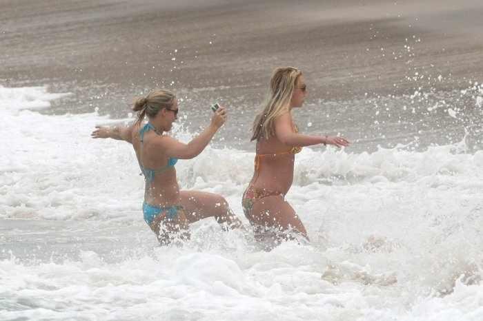 Бритни купаеться (16 фото)