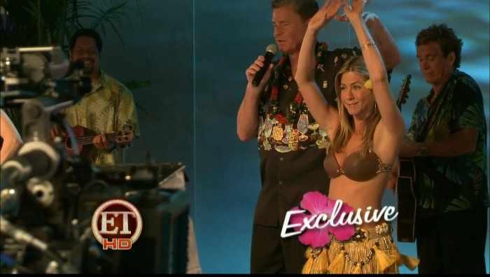 Jennifer Aniston и Nicole Kidman танцуют гавайские танцы (8 фото)