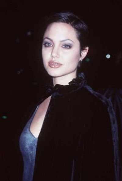 Взросление Анджелины (27 фото)